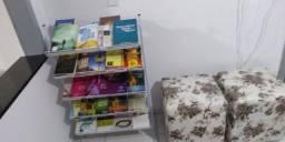 Expositor de livros e objetos