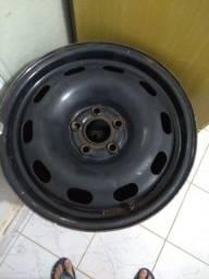 Roda de ferro 5 furos ,semi nova , tenho 4 pneus tbm semi novos