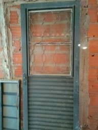 Vende-se porta e janela