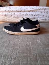 Tenis Nike SB usado - Numeração 39 - Preto e branco
