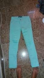 Vendo calça azul com rasgados (estilo)