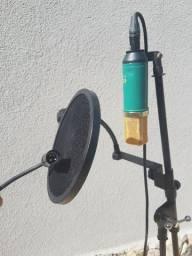 Microfone com suporte