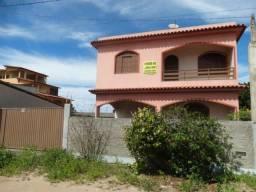Casa em Marataízes próxima à praia, com ótimo acabamento e três suítes