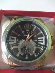 Vende-se relógios masculinos