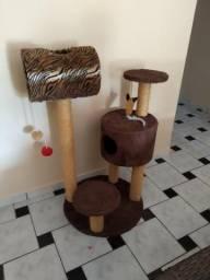 Casa interativa para gatos