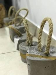 Peso para porta estilo concreto e corda de sisal