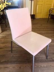 Quatro Cadeiras Brancas Estofadas (Corino)