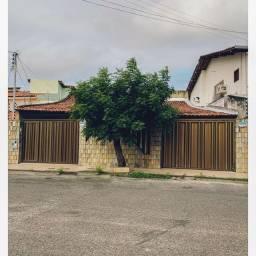Alugo casa no bairro luzia