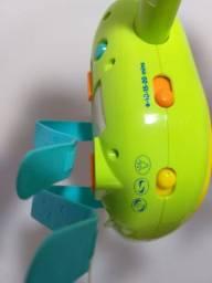 Mobile giratório musical com luzes para berço