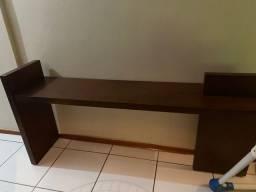 Bancada de madeira de 2 m serve como rack ou aparador