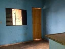 Alugo casa qr 210 santa Maria -DF, 2 quartos, sala,cozinha, banheiro social