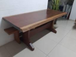 Mesa com 2 bancos de madeira maciça