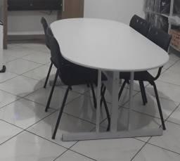 Mesa de reunião.