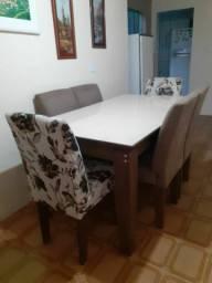 Jogo de mesa com 6 cadeiras