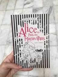 Livro Alice no País das Maravilhas com ilustrações