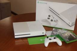 Xbox ONE S 500GB Completo na Caixa + Controle Sem Fio + Acessórios Originais + 3 Jogos