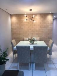 Mesa 1,35x1,35 com 6 cadeiras em tecido. Tampo de vidro branco e base em madeira laqueada