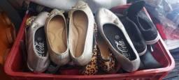 100 pares de calçados diversos