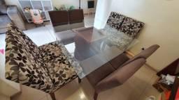 Mesa Quadrada de Madeira e Vidro com 8 cadeiras (Muito nova)