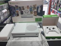 Xbox One S 4K-HDR/Garantia de Loja/Aceitamos Cartões (Loja GameStop)
