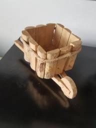 Suporte para vaso de plantas - Carrinho de madeira