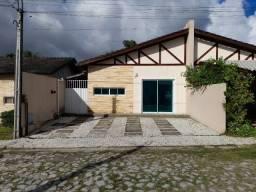 Linda casa plana em condomínio, com 3 quartos, ótima localização em Eusébio.
