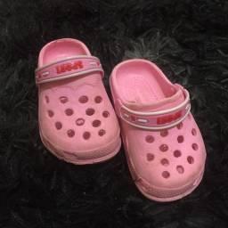 Vende-se sapatos de criança