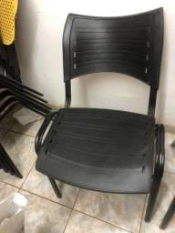 Cadeira Fixa Empilhavel