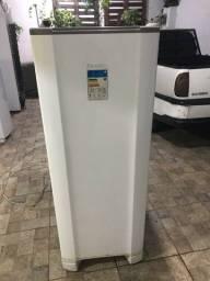 Vende-se geladeira Esmaltec