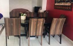 Vendo uma mesa com 6 cadeira e um ar-condicionado