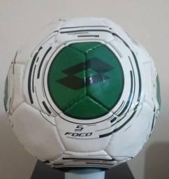 Kit com 3 bolas de futebol Marcas Diversas ? Com defeito