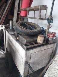 Carrinho de raspadinha com toldo e roda de moto.