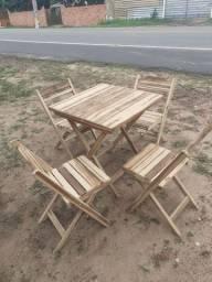 2 jogos de mesa com cadeiras
