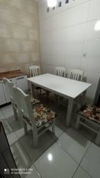 Mesa com 6 cadeiras