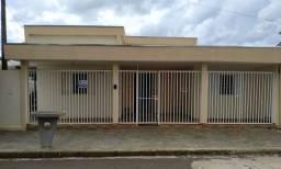 aluga se casa no centro de Fernandopolis 4 quartos
