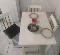 Mesa de Madeira Branca + 4 Cadeiras