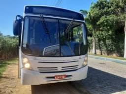 Ônibus Neobus em excelente estado