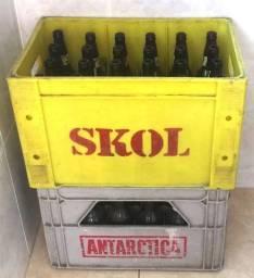 Engradados de garrafas vazias de cerveja no estoque - Super barato !!!