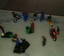 Bonecos tipo lego