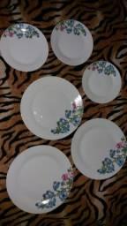 Pratos de porcelana novo barato leia o anúncio