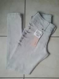 Vendo  Calça Jeans Feminina Skinny   Cintura Média - Marca  Vizzy - Tamanho  ee4bd683b43
