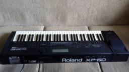 Teclado Roland XP-60 com leitor de pendriver