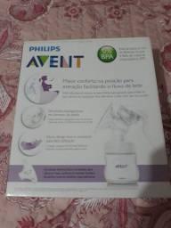 Extrator de leite manual  da marca Avent.