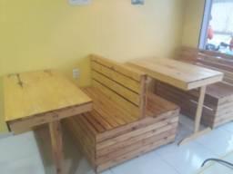 Conjunto mesa e bancos em palete