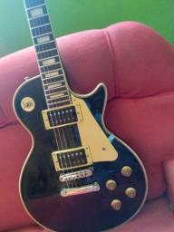 Guitarra nova com apenas 2 meses de uso