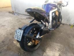 Suzuki gsxr 1100 w customizada moto a toda prova pego carro
