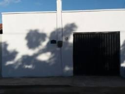 Aluga-se, Casa na Pajuçara, 01 quarteirão do Assaí.