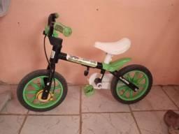 Bicicleta infantil tem as rodinhas