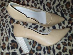 Lindo scarpin salto bloco nude tamanho 39