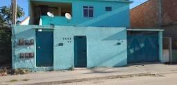 Ótimo investimento em Cabo Frio, um prédio com 4 apts,2 casa sendo uma de fundos c/garagem